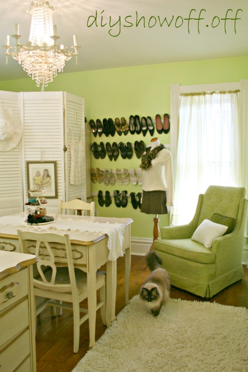 Dressing room ideas screen shoe rack inspiration for Bedroom dressing ideas