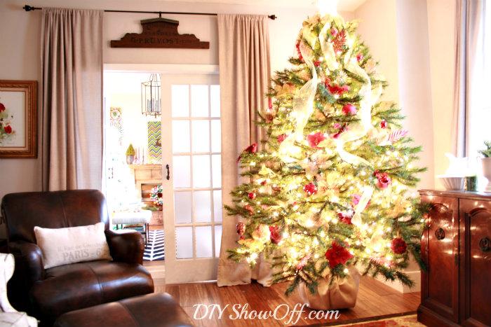 traditional christmas living room