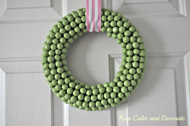 easy-diy-candy-wreath by Keep Calm and Decorate