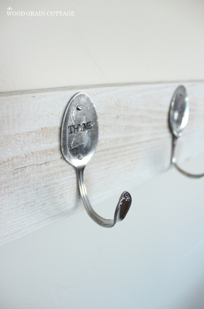 diy-spoon-pallet-hook-rack by woodgrain cottage