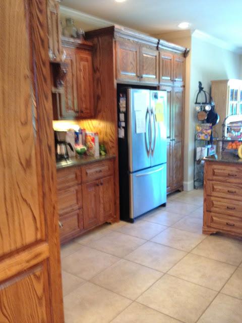 it's a wannabe-decorators-life-kitchen-before