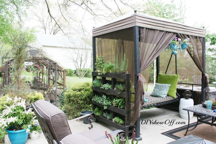Free standing vertical pallet herb garden1