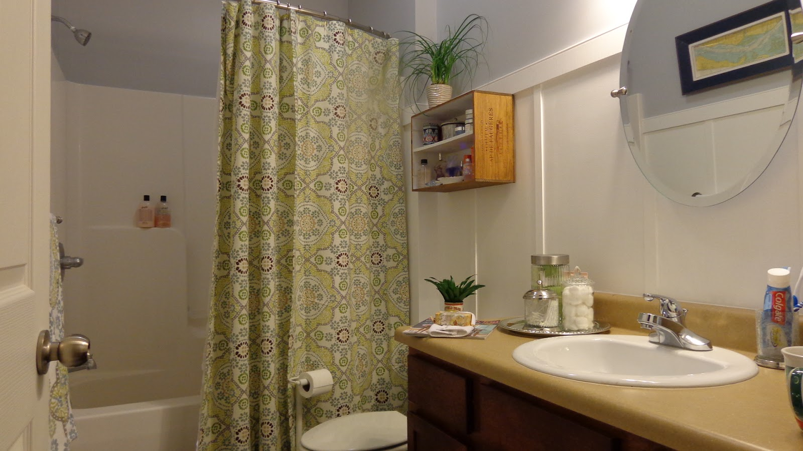 bathroom makeover at DIY with Jen and B