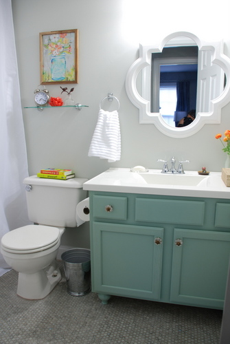 bathroom makeover at Lively green Door
