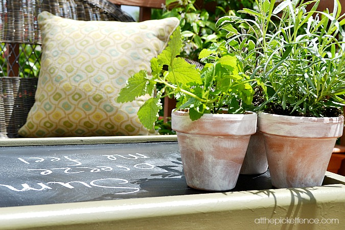 chalkboard-outdoor-coffee-table At the Picket Fence