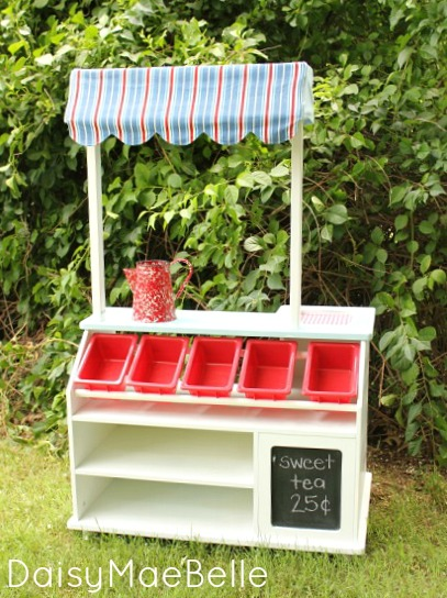 DIY lemonade stand at DaisyMaeBelle