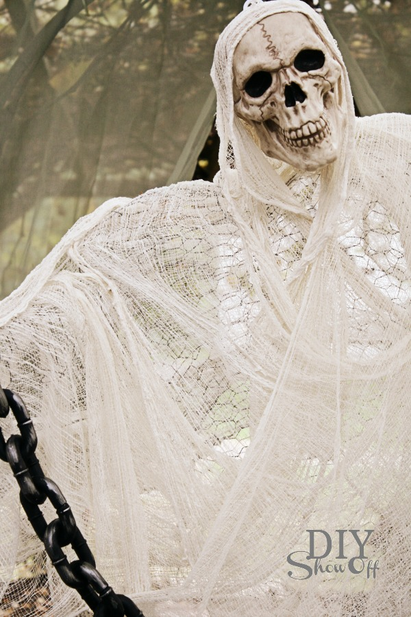 DIY cheesecloth chicken wire ghost
