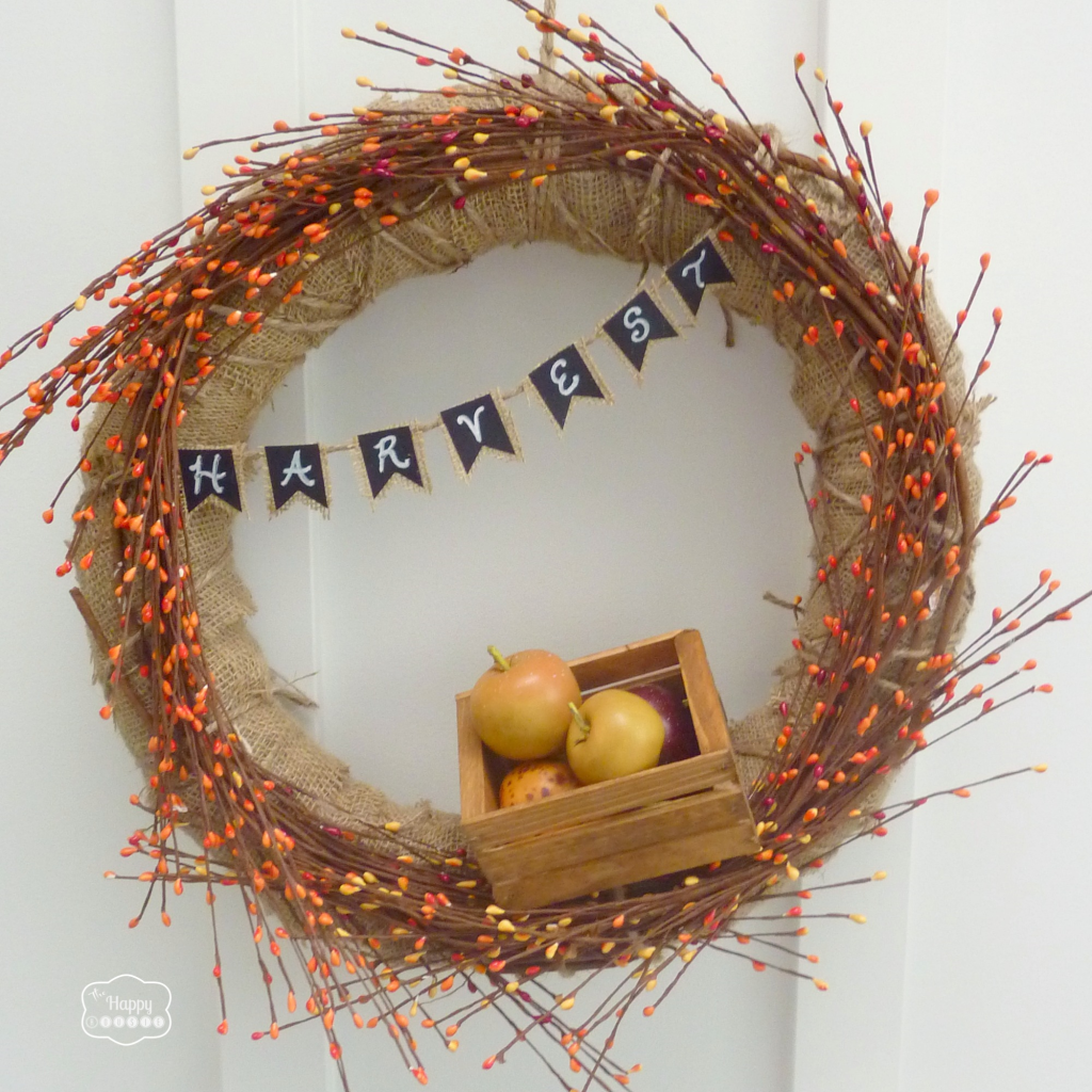 Fall-Apple-Harvest-Wreath-with-DIY-Mini-Chalkboard-Burlap-Bunting-at-thehappyhousie
