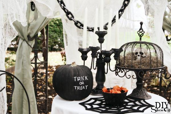 scary DIY Halloween decor