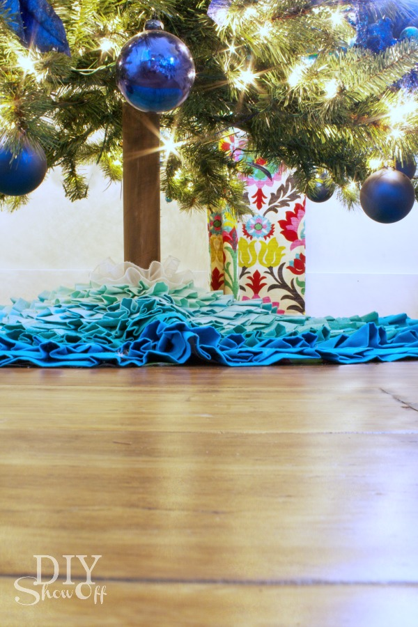 easy DIY artificial Christmas tree trunk tutorial at diyshowoff.com
