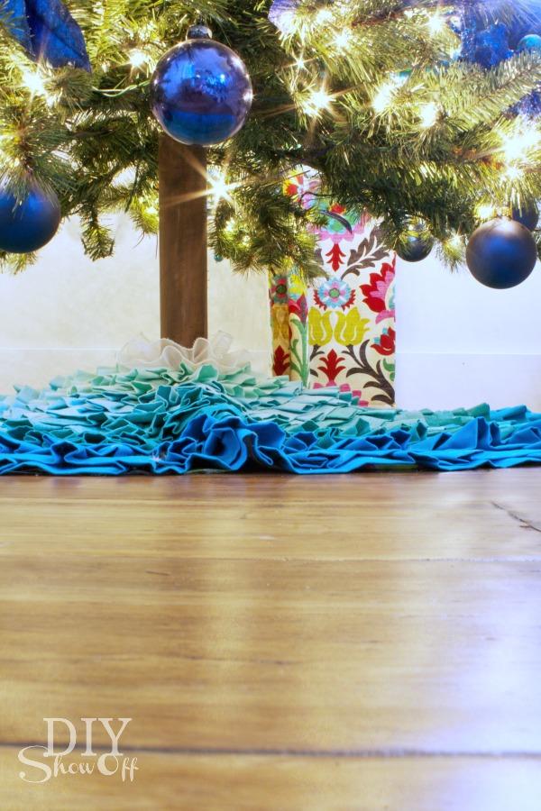 easy DIY artificial Christmas tree trunk tutorial at diyshowoff.com