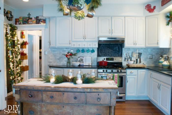 Christmas kitchen at DIYShowOff