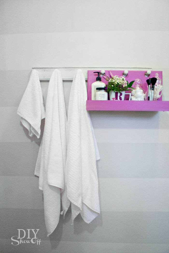 bathroom organization - DIY peg hook hanging shelf