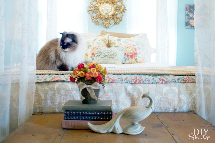 eclectic guest bedroom at diyshowoff