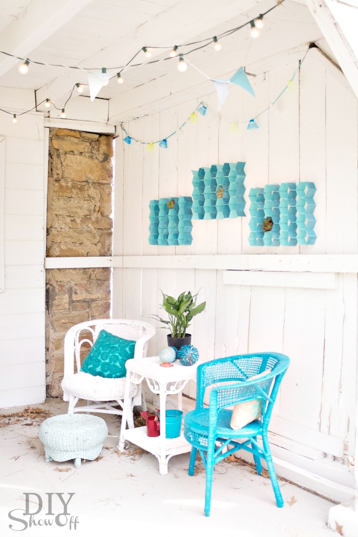 Easy diy indoor outdoor honeycomb wall artdiy show off for Indoor patio decorating ideas