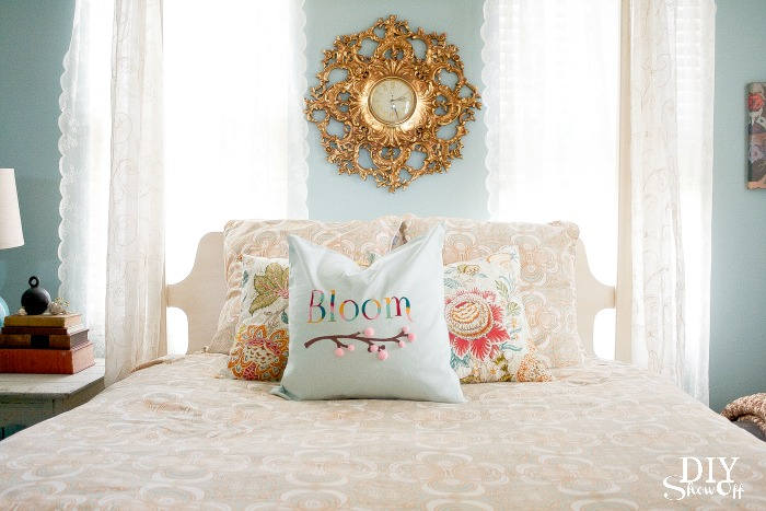 spring bloom pillow at diyshowoff.com