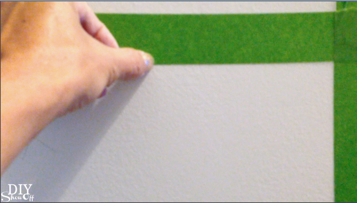 staggered stripes accent wall @diyshowoff.com