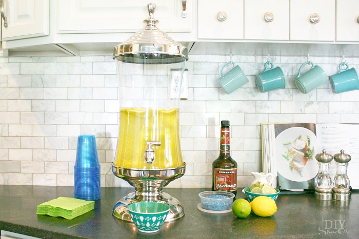 Young Living essential oil lemonade recipe at diyshowoff.com