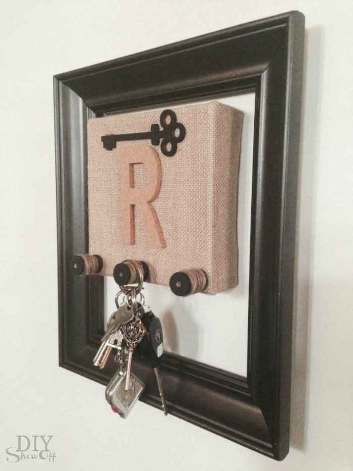 Best DIY key holder tutorial at diyshowoff