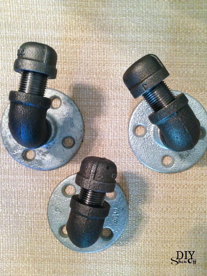 DIY pipe coat hooks @diyshowoff