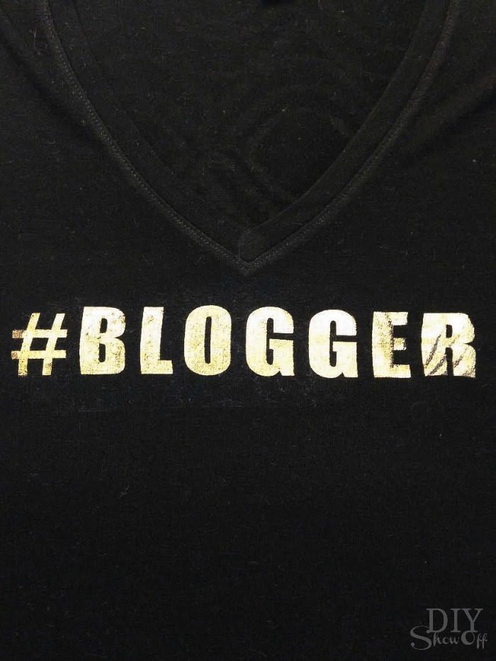 metallic gold #blogger vinyl decal tutorial @diyshowoff #happycrafters