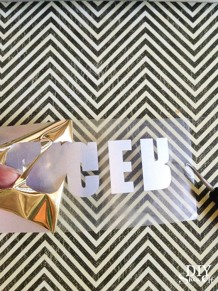 metallic gold #blogger vinyl decal tutorial @diyshowoff #happycrafters