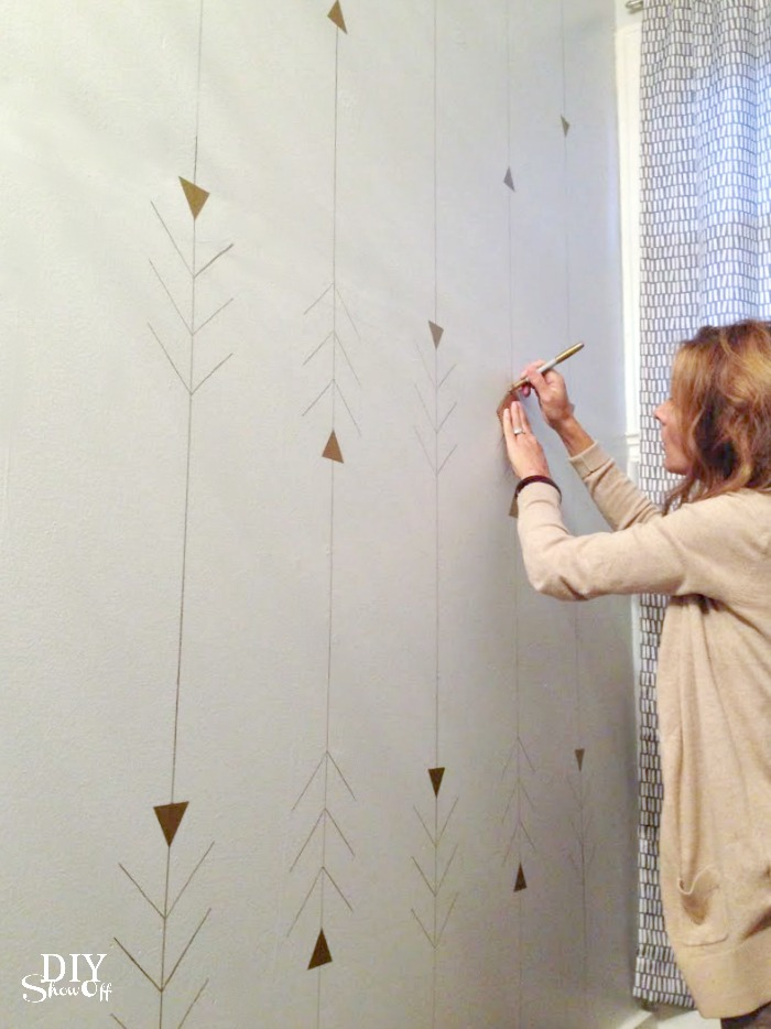 metallic arrow wall design tutorial @diyshowoff