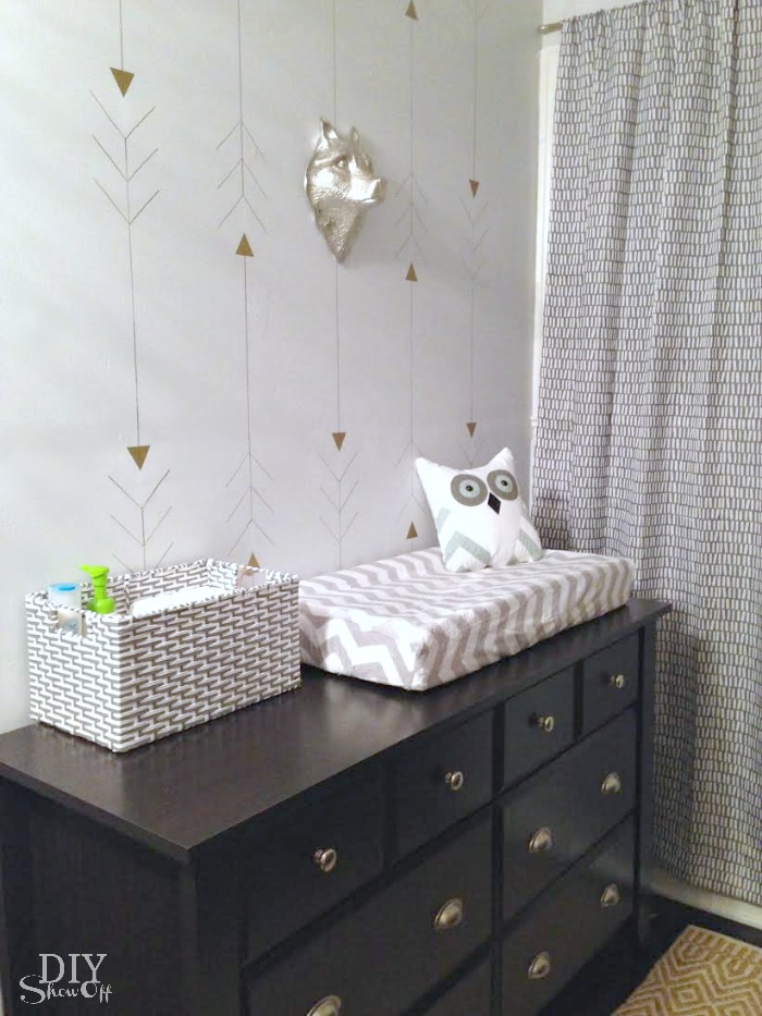 metallic gold arrow wall - nursery @diyshowoff