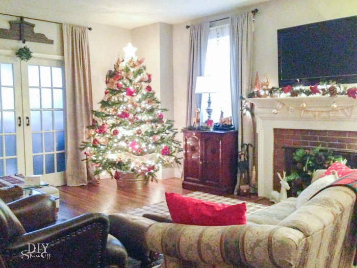 living room at Christmas @diyshowoff