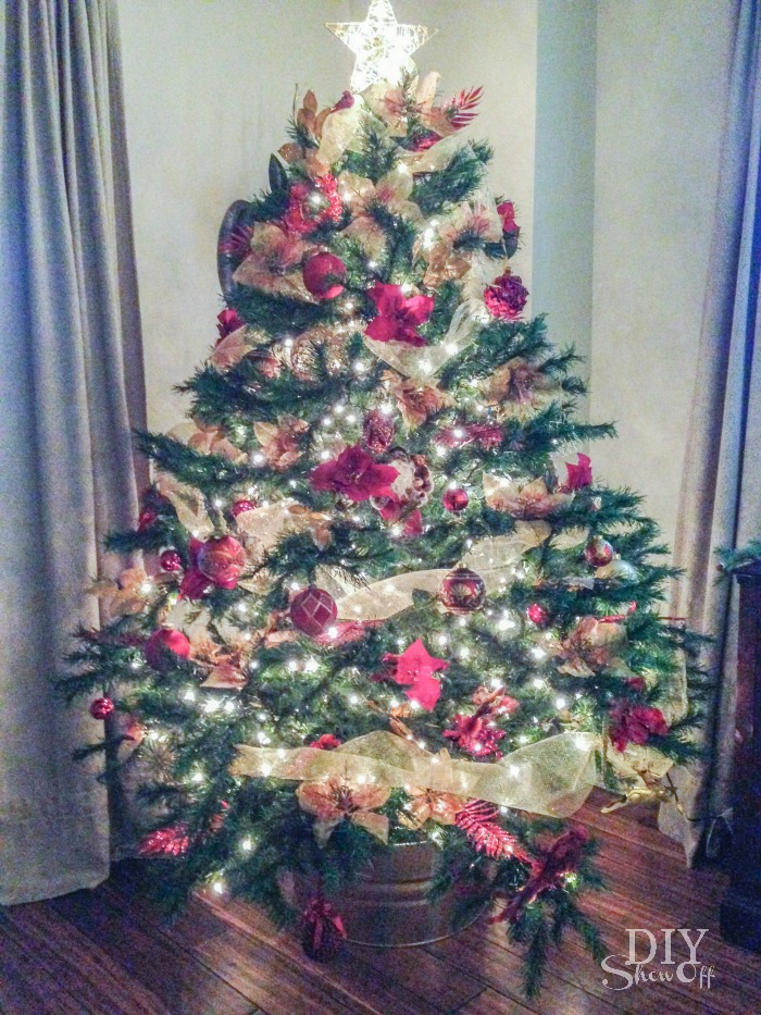 red and gold Christmas tree @diyshowoff