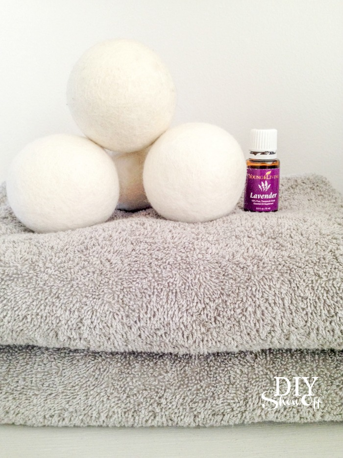 wool dryer balls and essential oils @diyshowoff #oilyfamilies
