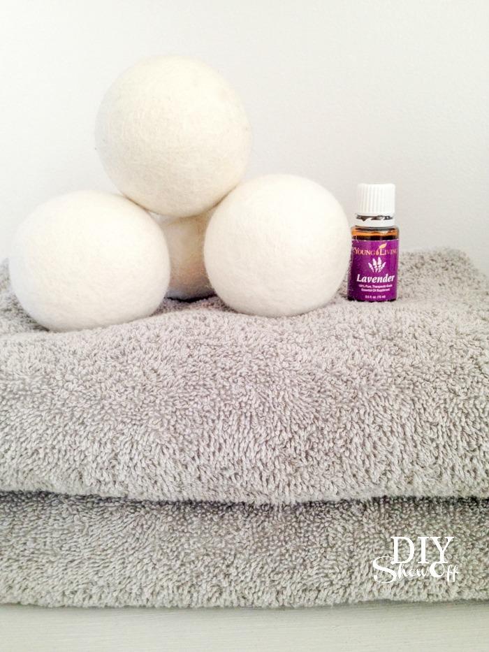 wool dryer balls and essential oils @diyshowoff #oilyfamilies