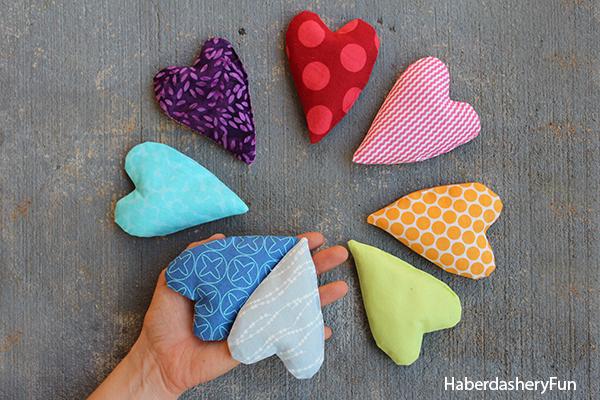 DIY heart handwarmers at haberdasheryfun