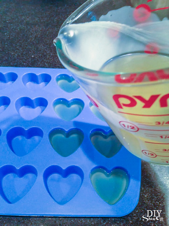 DIY essential oils lotion bars @diyshowoff