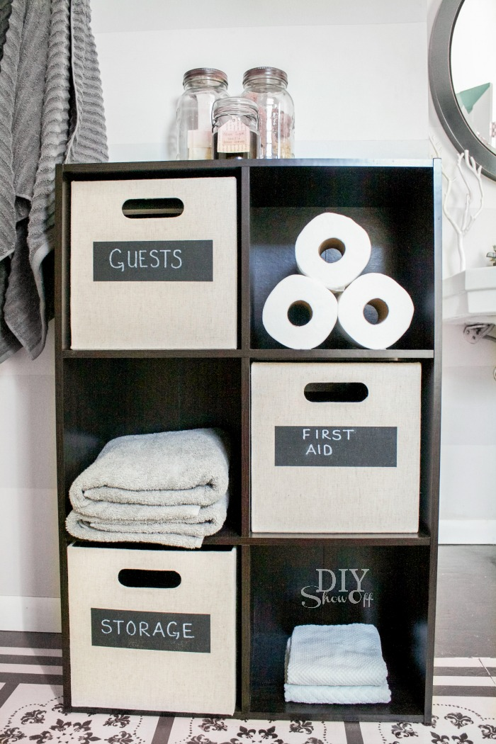 DIY painted chalkboard labels on storage cubes @diyshowoff