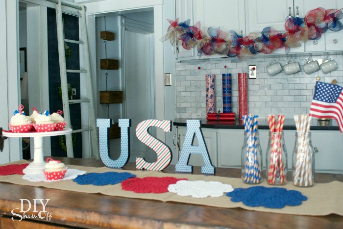 red white and blue decorative accents @diyshowoff @michaelsmakers