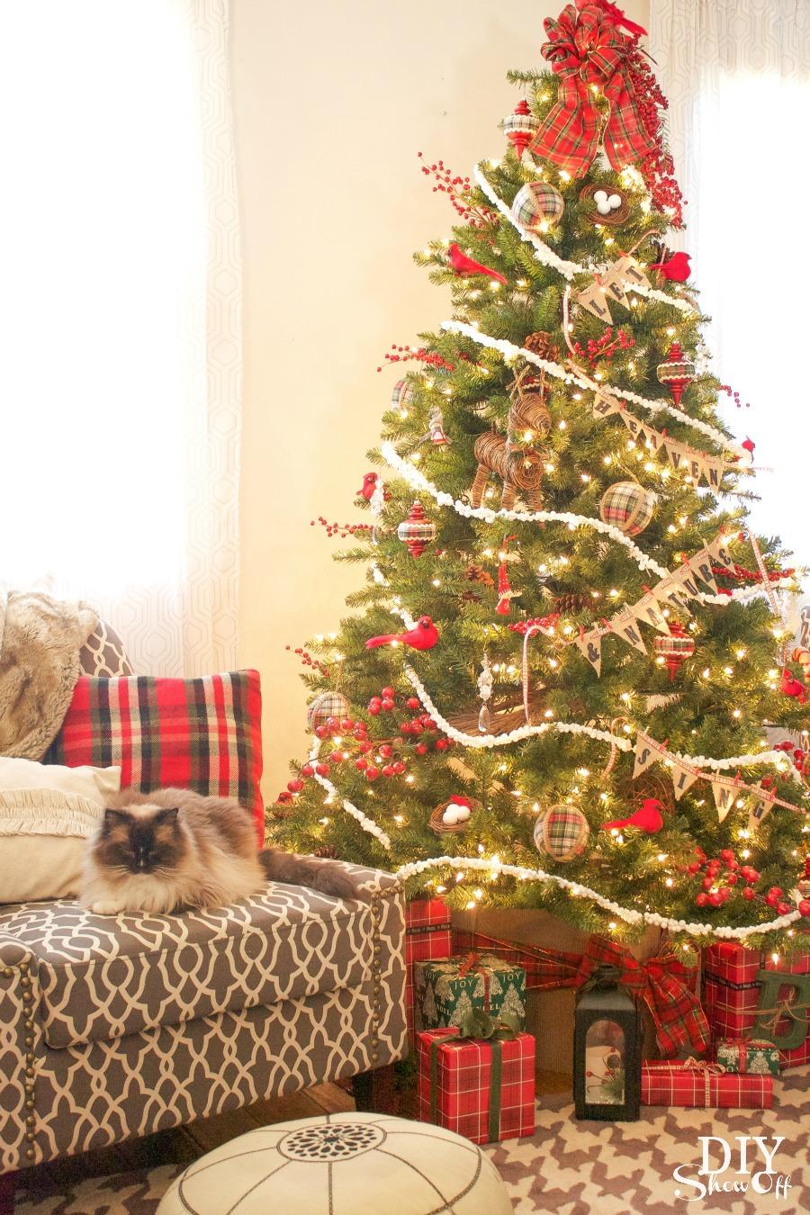 birds and berries Christmas tree #michaelsmakers @diyshowoff Dream Tree Challenge
