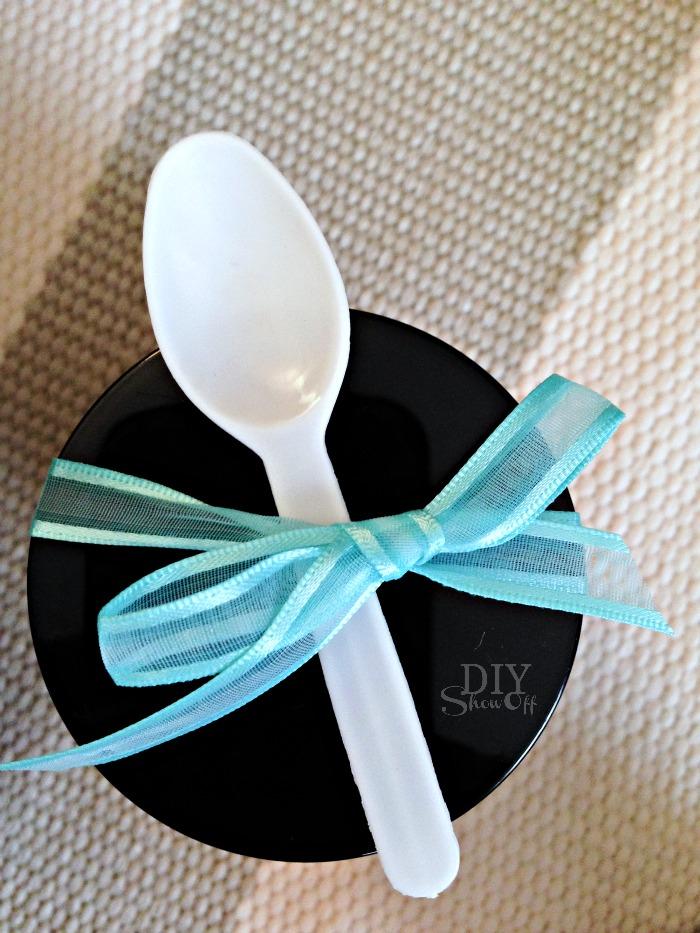 DIY skin nourishing lavender & ylang ylang essential oil infused sugar scrub for maintaining healthy skin @diyshowoff