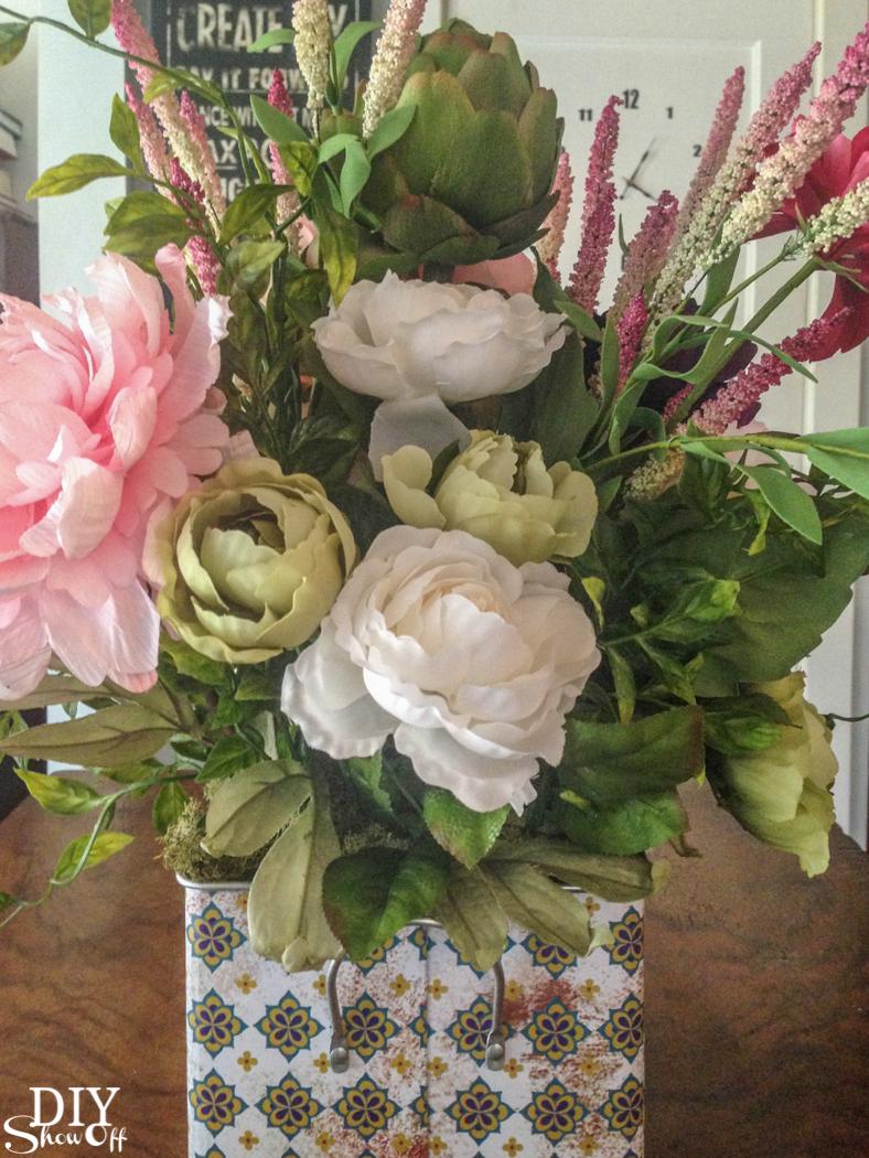 spring floral arrangement @diyshowoff #michaelsmakers (DIY floral arranging tips)