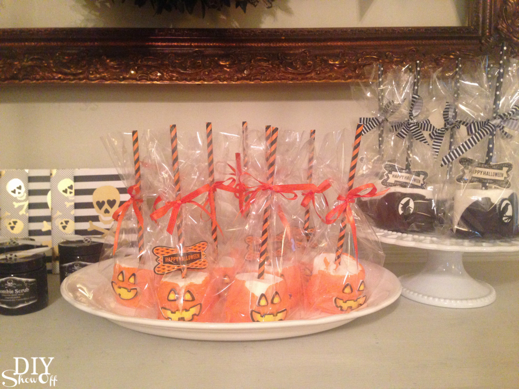 So cute! Halloween (essential oil infused optional) marshmallow treats @diyshowoff #makeitwithmichaels