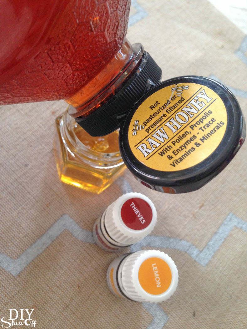 Give the gift of wellness! Essential oil infused honey and Essential Oil Holiday Hostess Guide @diyshowoff