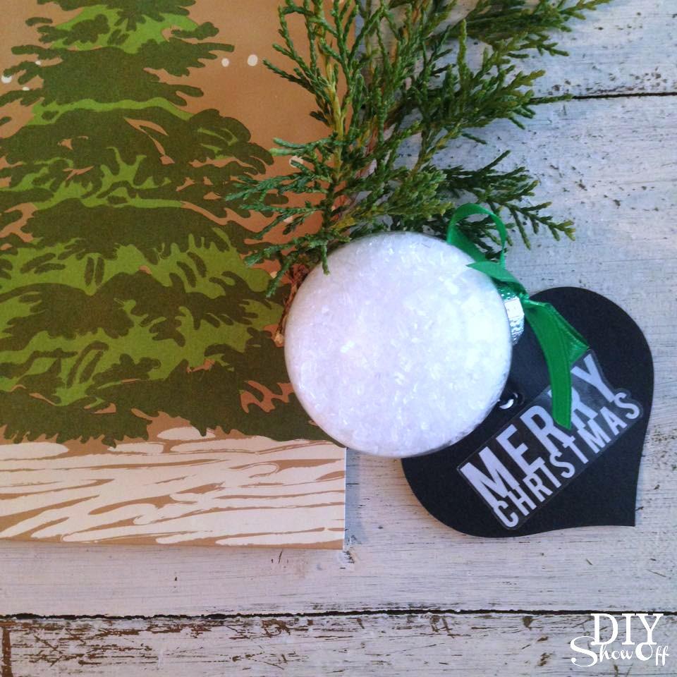 DIY essential oil infused bath salt ornament @diyshowoff