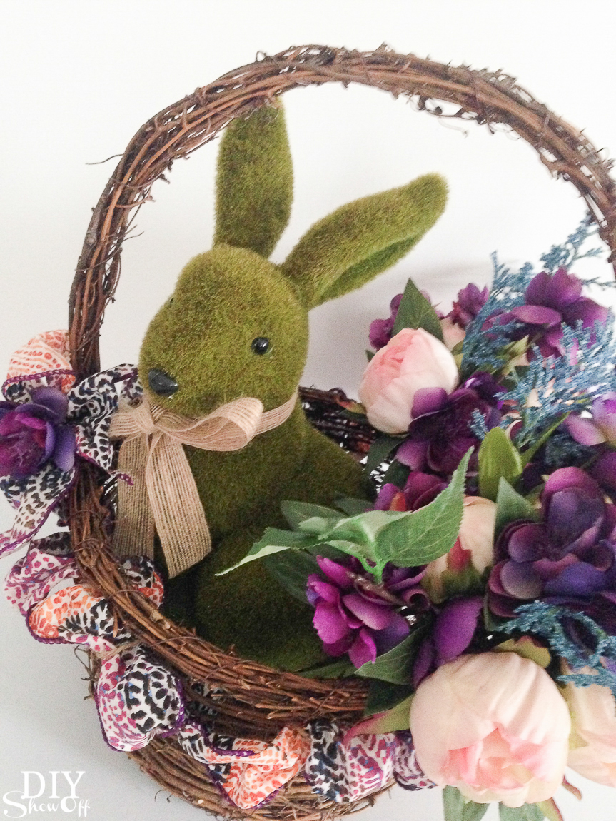 So pretty! DIY spring floral centerpiece tutorial. Perfect for Easter too! #madewithmichaels @diyshowoff
