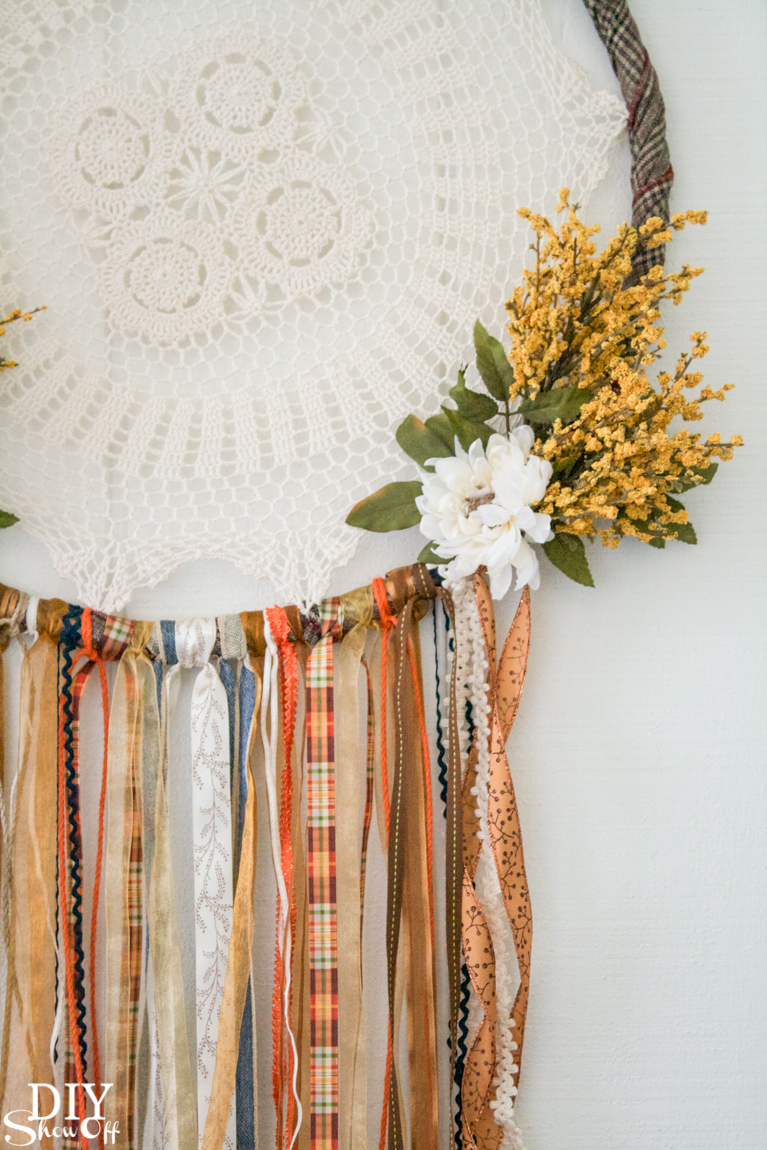 DIY fall dreamcatcher wreath door decor tutorial @diyshowoff