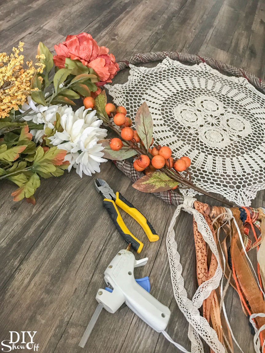 DIY fall autumn dreamcatcher door decor wreath @diyshowoff