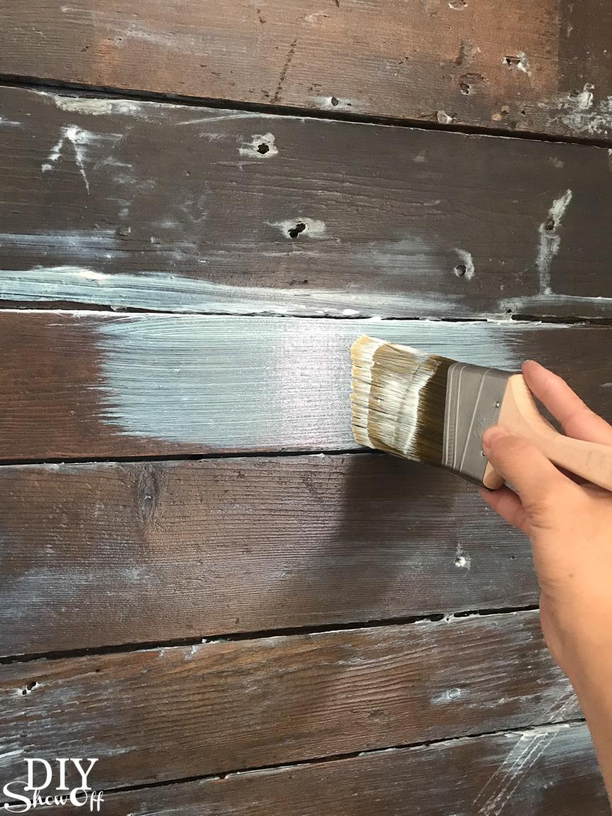 Sealing a wood plank shiplap wall with shellac #helloredreno @diyshowoff #ad