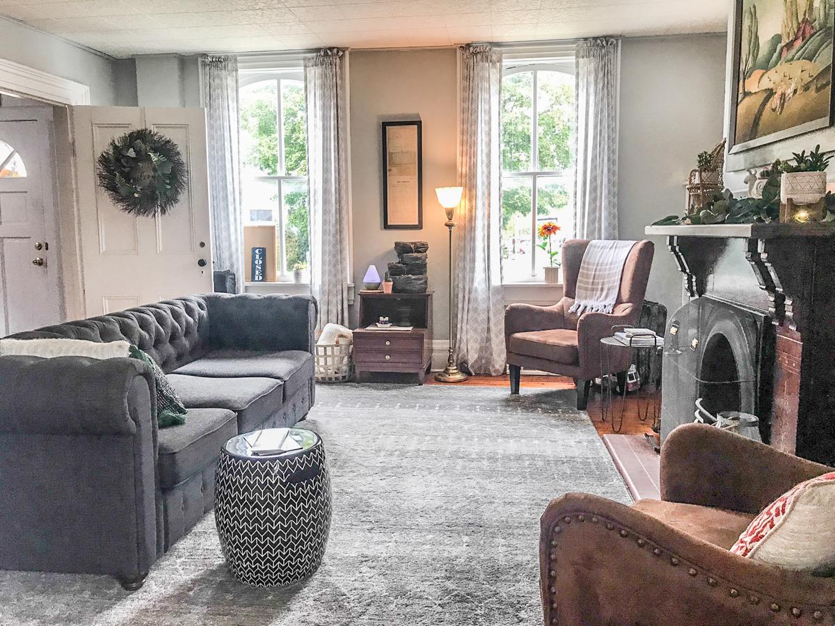 helloredreno livingroom